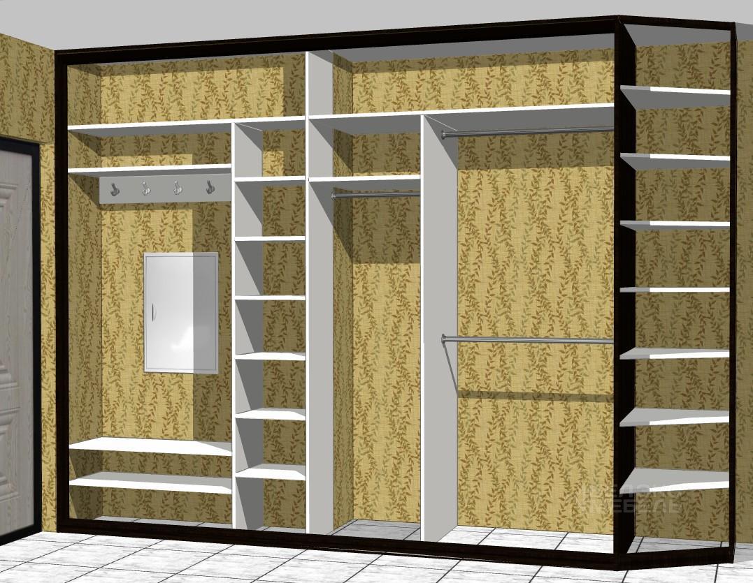 Шкаф-купе в коридор с комбинированными дверями в пескоструйн.